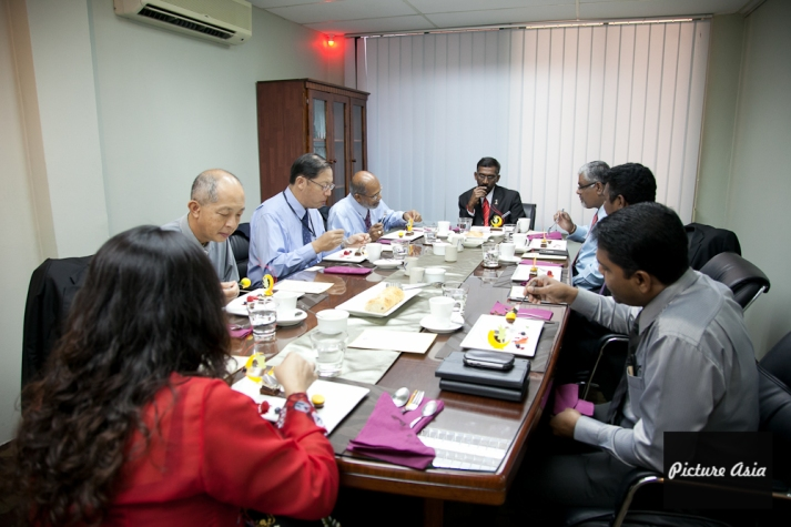 pictureasia_mib_YBvisit185
